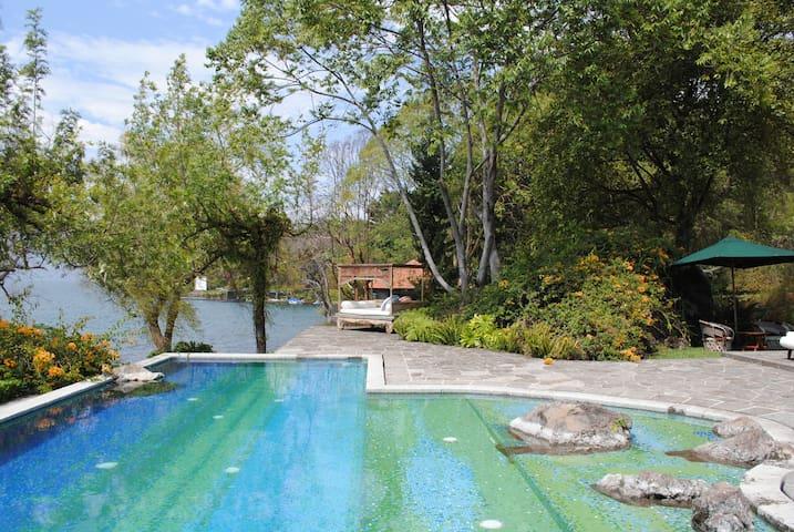 Amazing Chalet in lake Atitlan - Hytte (i sveitsisk stil)