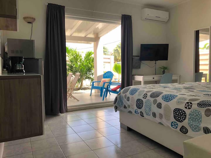 Studio! Great location! Only 1 mile to the beach