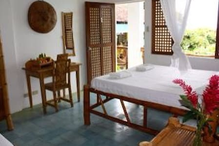 Couple room - Fantasy Lodge - Samboan - Bed & Breakfast