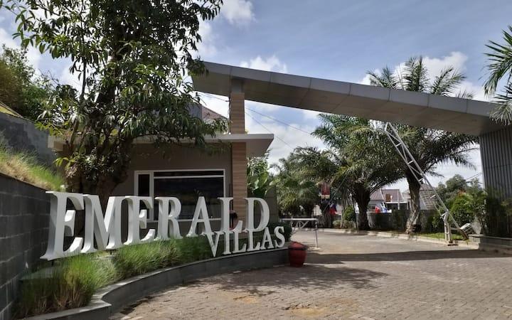 Emerald Villas J7 Batu - 2 Bedroom by NAF
