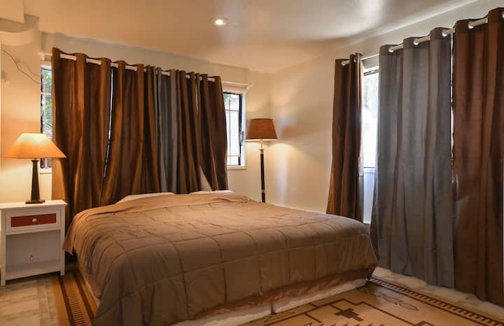 Large private room, King size bed, close to city