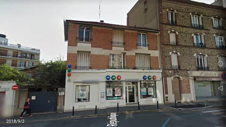 一流的38平方米的一室一厅公寓,位于巴黎近郊东北部.Villemomble,交通方便