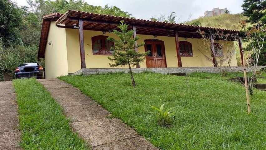 Casa de temporada em área serrana.