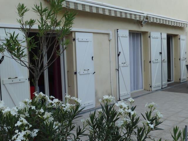 Maison de village (clim réversible, internet) - Aubagne - Maison