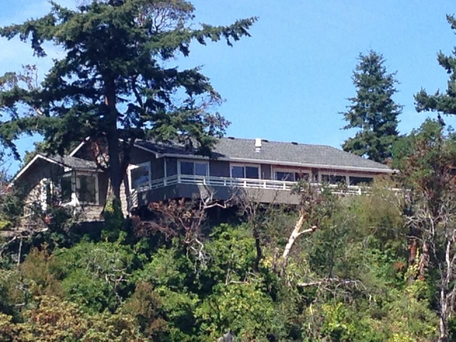 Located on a 50' bluff looking east with panoramic views of Valley Farmlands, Cascade Mountains, Bald & Kraft Islands in Skagit Bay and Mount Rainier