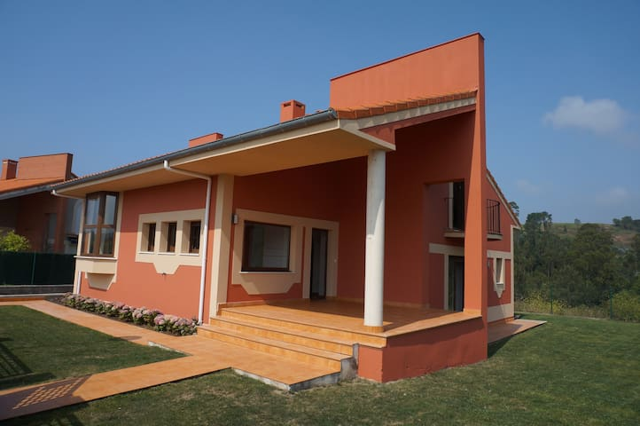 Beautiful villa in lovely Comillas - Comillas - House