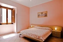 Your private double room with queen sized bed.