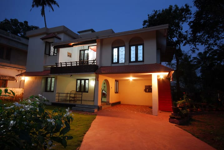 Goku's Homestay,Near Alleppey beach - Alappuzha - House