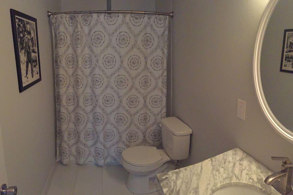 Guest bathroom between two guest rooms.