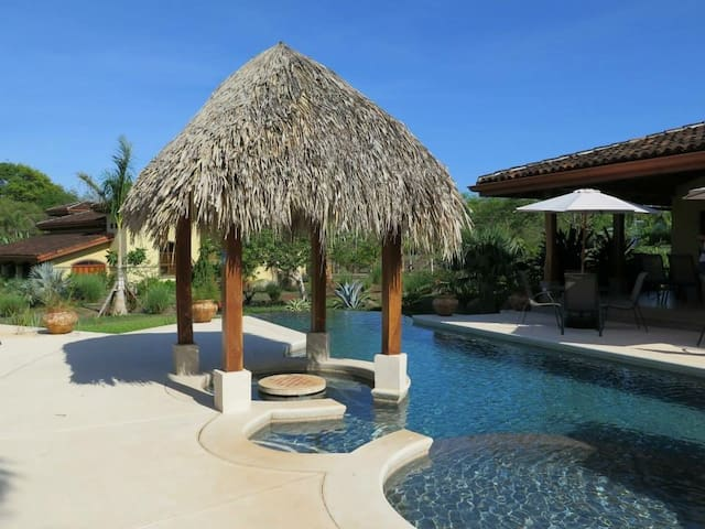Paraiso Suizo, Playa Negra (Iguana) - Los Pargos