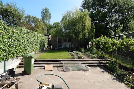 Regular house with cosy garden. - Temse