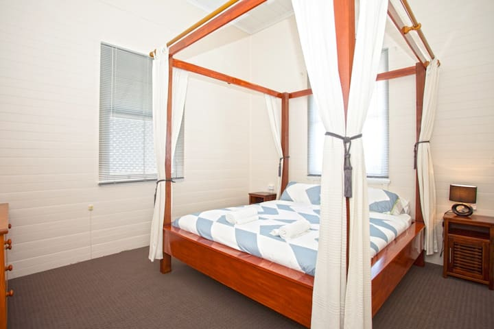 CBD*Foxtel*WIFI*WATERPARK**PAYTV - Mackay - House