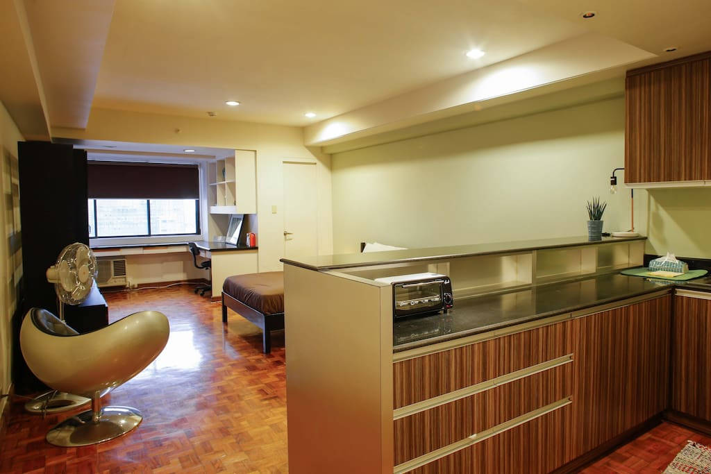 The kitchen is equipped with a coffee machine, water boiler, toaster, induction stove, and refrigerator.