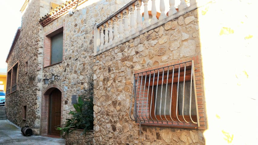 Old typical catalan house with jacuzzi - Capmany - Chalet