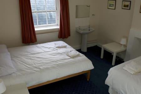 Hop Pole Group Room - Shared Bathroom (3 guests) - Bromyard - Outro