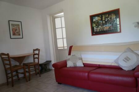 Mid terrace stone chalet/1 bedroom/POOL - Estang - Bungalo