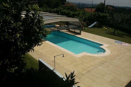 Maison 2 Chambres accès piscine - Sandim - Haus