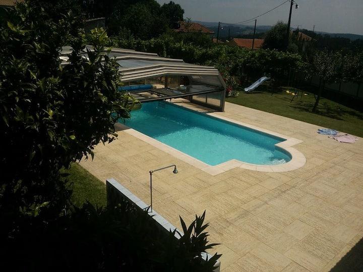Maison 2 Chambres accès piscine