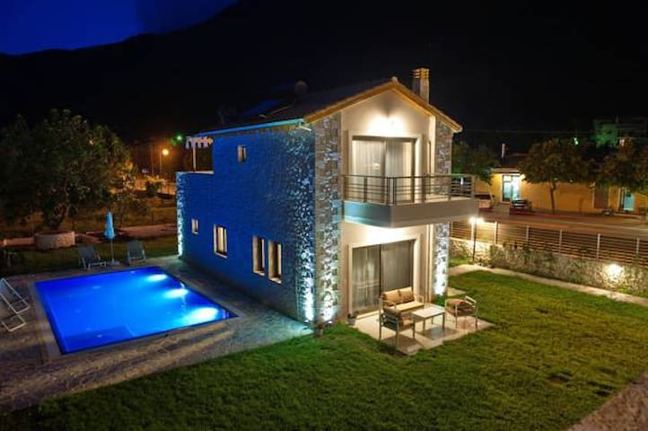 Avesta Private Villas - Vlicho - Willa