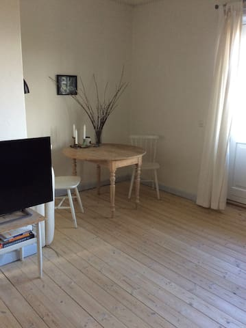 Cozy and charming apartment with sunny balcony - Charlottenlund - Apartamento