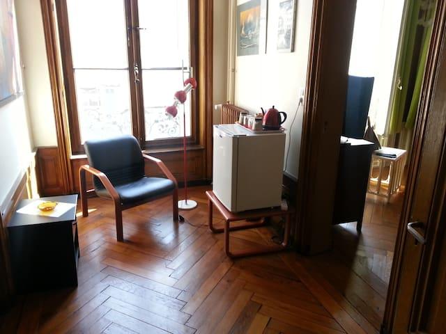 Le hall d'entrée réservé à la chambre