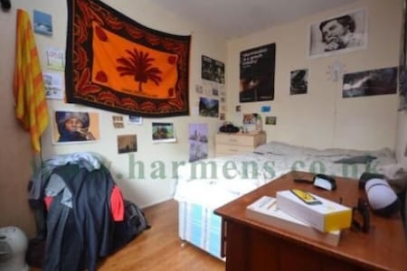 Double Room in Oval
