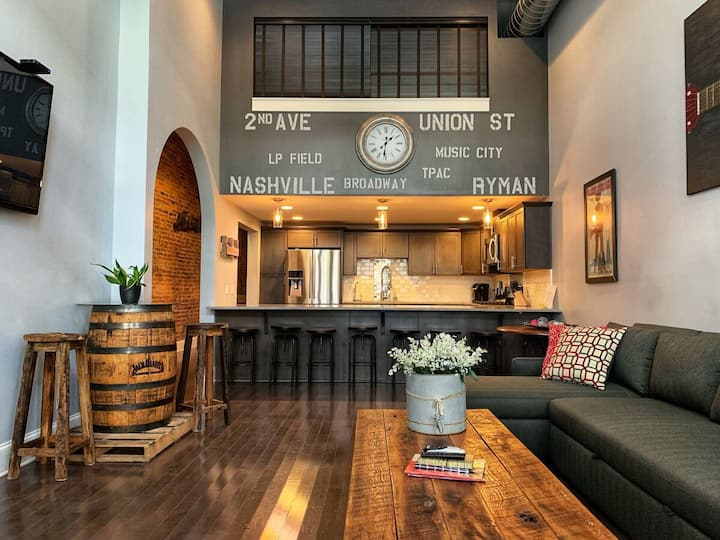 Stay like a local in a Private Large Suite!! Walk to Broadway!! MusicCityLoft