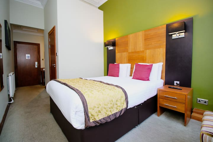 Stylish Double Hotel Rooms near SSE Hydro