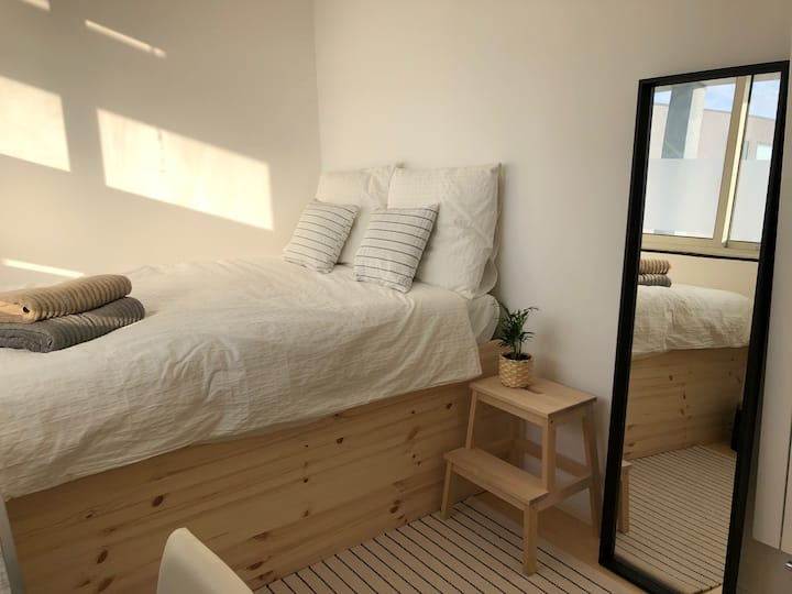 Clean, peaceful, modern room near Centraal Station