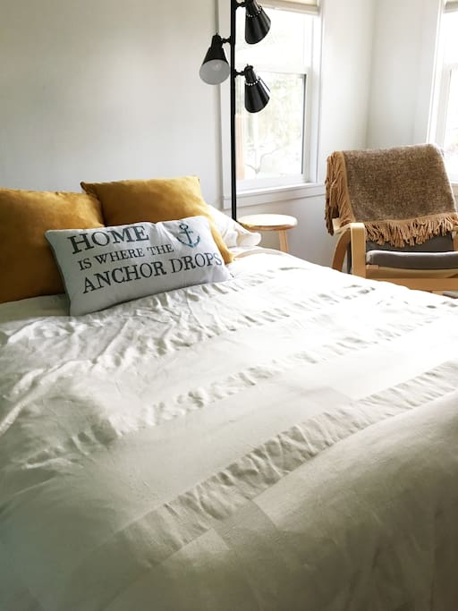Double bed with comfy pillow-top mattress and down comforter and plenty of soft pillows.