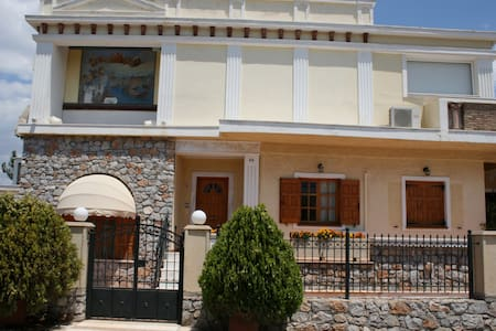 Salamis - villa near the beach. Va asteptam la noi - Selinia