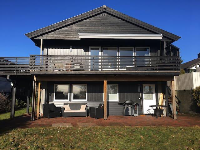 Romslig og hyggelig enebolig nær Dyreparken - Kristiansand - Casa