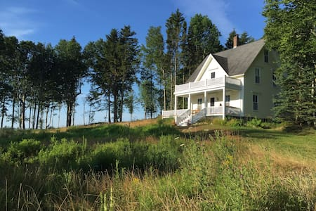 Charming 4 Br on Dark Harbor Bluff - Islesboro - House