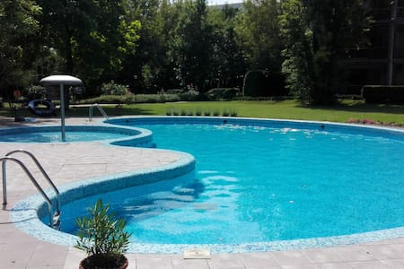 Swimmingpool apt close to the cente - Budapest - Apartment