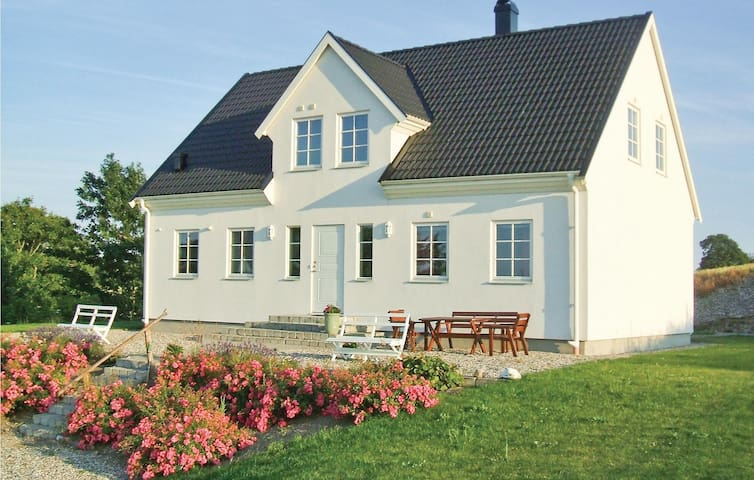 Holiday cottage with 3 bedrooms on 157 m² in Ystad