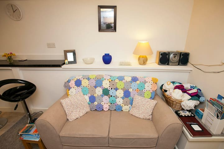 Self contained studio, private parking, sleeps 2. - Newlyn - Appartement