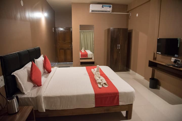 Comfortable room with private balcony at Morjim