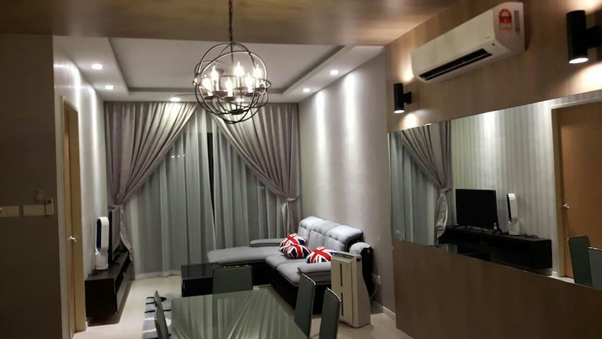 LUXURY CONDO ,AIRPORT, FAMILYTRAVEL