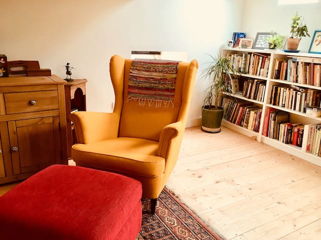 All Yours: Central Stroud Space With Mezzanine