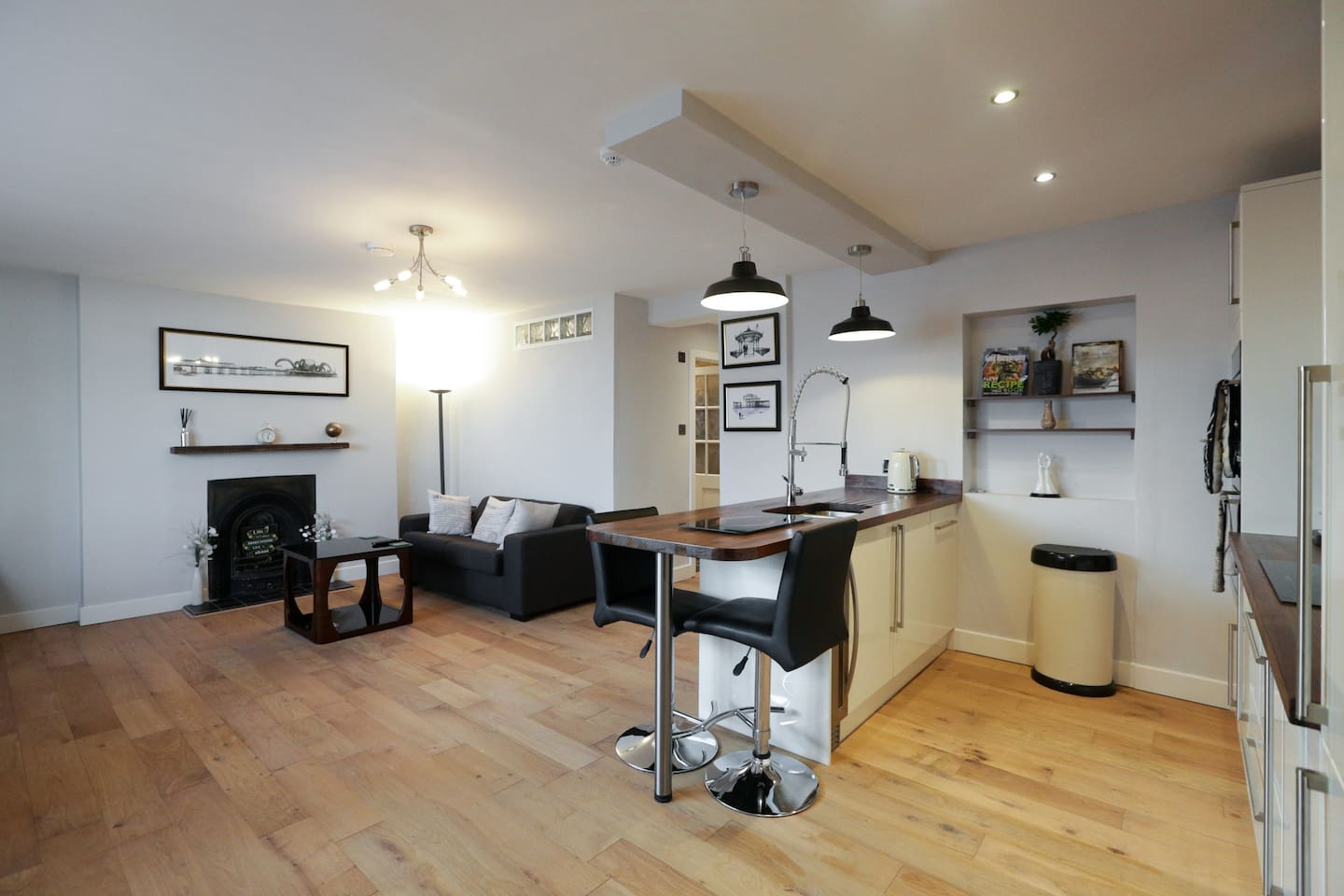 Very bright and spacious open plan lounge/kitchen.