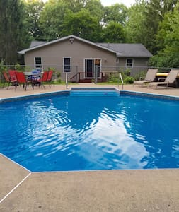 Backyard Retreat close to SPAC Park Track Casino - Saratoga Springs - Hus