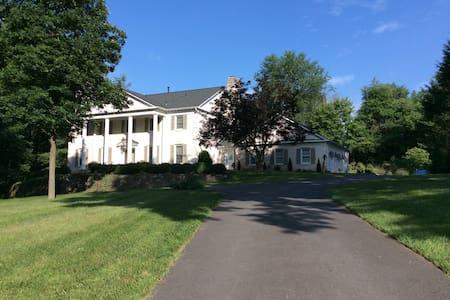 Luxurious Potomac Guest Suite - ร็อกวิลล์ - บ้าน