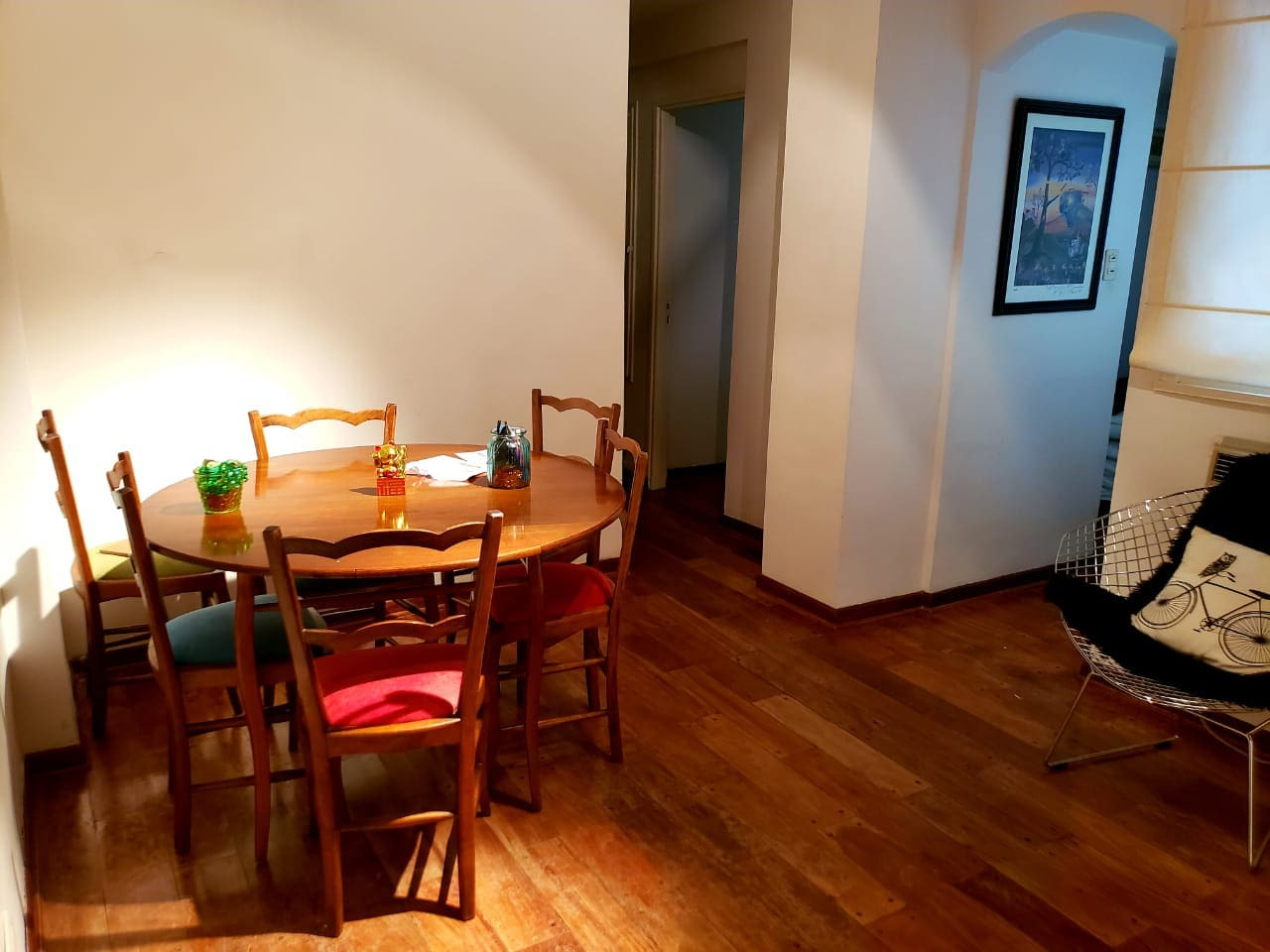 comedor mesa y 6 sillas piso madera tarugada/ funny dinning room  with table and 6 chairs.