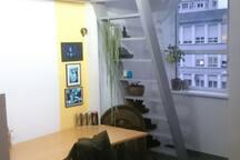 Zimmer in einer Loft-Wohnung.