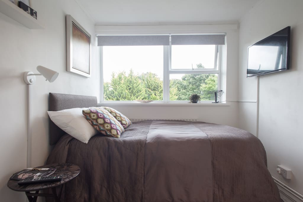 cosy room with Wifi and Freeview Television Channels..