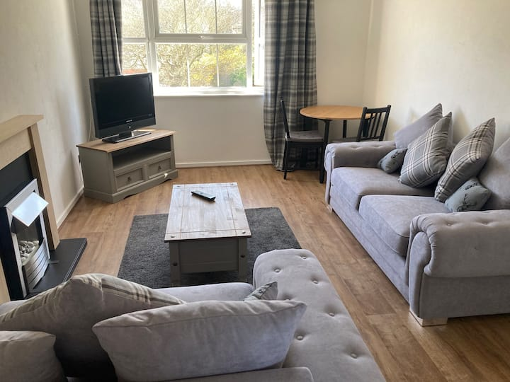 2 bed sleeps up to 5 in the heart of Stratford.