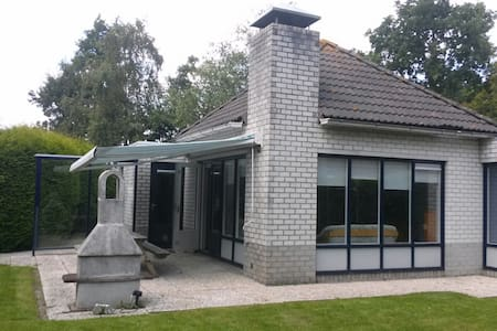 Bungalow near forest and beach with large garden - Dirkshorn - Banglo