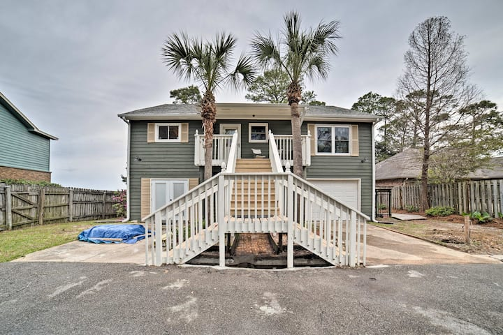 Waterfront Gulf Breeze Apt w/ Gas Grill & 2 Bikes!