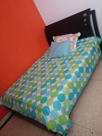 Habitación cama semidoble - Barrio Altos del Prado - Barranquilla - Apartament