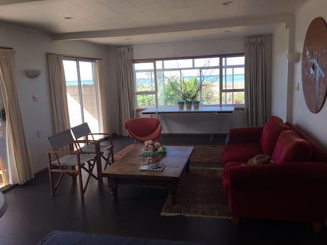 Te Awanga Beachfront Getaway - Te Awanga - Huis